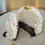 CoffeeLounge Lemon - [料理] ゴマと豆乳のモンブラン 切り口のアップ♪w