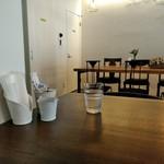 CoffeeLounge Lemon - [内観] 店内 テーブル席 ①