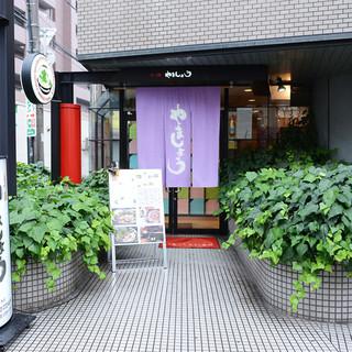 【メディアでも話題!】有名人が通う人気もつ鍋店!