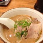 らーめん熊五郎 - 豚骨醤油ラーメン