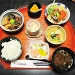 太閤本店 - 牛旨煮定食 1,400円(税別)。