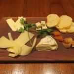 北海道江別市 小林牧場 チーズの盛り合わせ