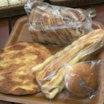 栄軒 -                               炭焼コーヒー食パン                             パリパリ明太子・チーズスティック・コーヒークリームあんぱん