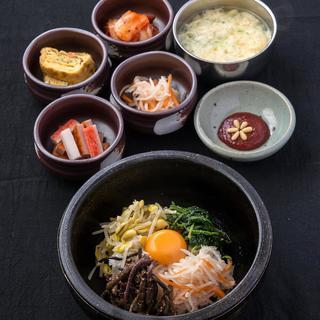 【ランチ】石焼きピビンパ・サムゲタン・スンドゥブなど各定食