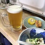 まるしん - ツキ出しとサービス湯豆腐で生ビール٩( 'ω、' )و⌒☆