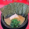 家系ラーメン王道 いしい - 料理写真:ラーメン490円麺硬め。海苔増し100円。(本来は540円)※オープン特価。