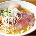 69329184 - 潮らぁめん+ローストビーフハーフ+味玉 750+250+100円 スープ、麺、具、全てのレベルが高いです。