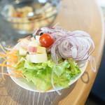 レストラン シズル - 好きに取ったサラダを