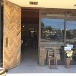カフェ&リビング ウチダ - 外観 入口