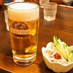 堺うどん ちはや - ビールセット(生ビール、蒸し鶏ときゅうりの旨辛和え)