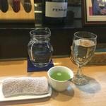 Rock - 水とお茶とおしぼり