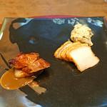 69345230 - 二種の焼もの」]・・・・・金華豚の叉焼 と 塩焼き皮付き豚バラ ピータン ポテトサラダ添え