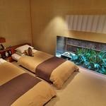 69345430 - 日本の伝統を意識して目線を低くした寝室。
