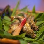 俵屋旅館 - 笹を焼いて、その笹の香りに燻されて。鮎の笹焼き。