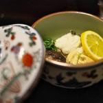 俵屋旅館 - すずき、豆腐、椎茸、ゆば、笹ねぎ、その潮煮。