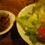 さぼうる 2 - サラダと福神漬け