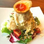 焼肉ダイニング GYUBEI - 燻製玉子のポテトサラダ ポテトサラダを燻製にしました。色合い風味の良さが特徴のサラダです。