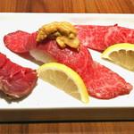 焼肉ダイニング GYUBEI - 和牛寿司三貫食べ比べ 当店自慢の和牛寿司3貫を食べ比べいただける一品です。