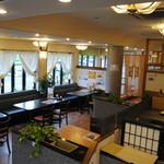 レストラン しん愛 - 開放感のあるレストランホール!