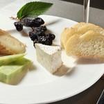 ワイン&フードショップ ラパン - チーズ3種盛り