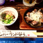 レバーランド - 料理写真:鶏ユッケ・380円と白レバー鉄板焼き・420円