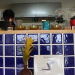 カフェ楓荘 - 店内には本もたくさん置いています。ゆっくりと読んでくつろいで下さい。