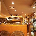 カフェ・ラパン - 向こうがカウンター席