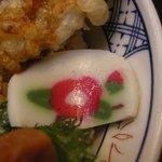6937037 - (2011/1月)「小田原あじ天丼」に添えられる季節のかまぼこ