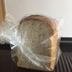 パン工房 グートワーズ - 一枚食べたところ。