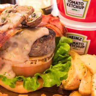 【必食】40種の豊富な本格バーガーは国産和牛100%使用!