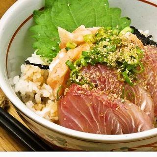 漁師飯がルーツ。新鮮なお刺身を使用した「りゅうきゅう丼」