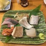 69376227 - 左上から鯵、甘鯛の湯引きで皮剥ぎ、鰯、赤貝の紐、ハナ鯛、マコガレイ