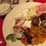 ソフィア - 「タラトル」「スネジャンカ」「ショプスカサラダ」ブルガリア料理が並びます