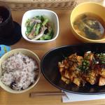 ごろん - 料理写真:鶏肉とじゃがいものキムチ和え(780円)