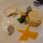 綾瀬 ワインバル八十郎商店 - 厳選チーズ盛り合わせ4種990円(税抜)