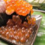 神田江戸ッ子寿司 - 流れ出すイクラ