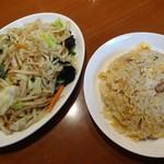 龍園 - 料理写真:半チャーハンと野菜炒め