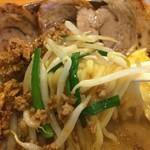 麺場 田所商店 - モヤシとニラの炒め物