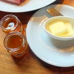 カフェ - ハチミツとマーマレードとバター