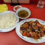 豚麺 - 飯が進む濃い味わい