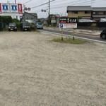 麺屋 たけ井 - お店の北側に駐車場があります