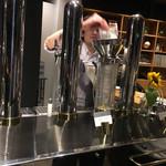 スプリングバレーブルワリー東京 - 何かのビールをオーダーしたら、見学できましたw