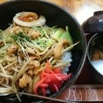 竹乃家 - とり皮てりマヨ丼とお味噌汁。