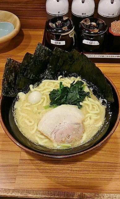 壱角家 蕨店 - ラーメン690円麺硬め。海苔増し100円。