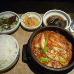 茶や - 韓国定食 キムチチゲ