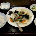 中国家常菜 同心房 - 日替りランチ(小松菜、豚肉、キクラゲ、袋茸のあんかけ豆腐)580円税込❗