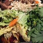 遊・膳 晴れ屋 - お肉を入れる前、お肉の写真は撮り忘れ(T_T)