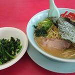 山岡家 - 料理写真:醤油ラーメン 白髪ネギとほうれん草