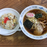 ペンヤ食堂 - 料理写真:半チャー ラーメン690円