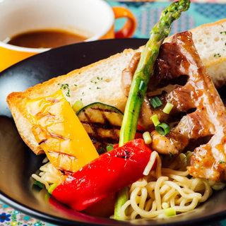 トラットリーア・ケイ・イタリアーノ - 夏限定冷やしメニュー!冷やしバーニャカウダーつけ麺です。